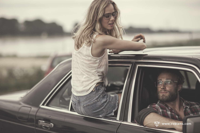 Coblens Model Paar im Auto